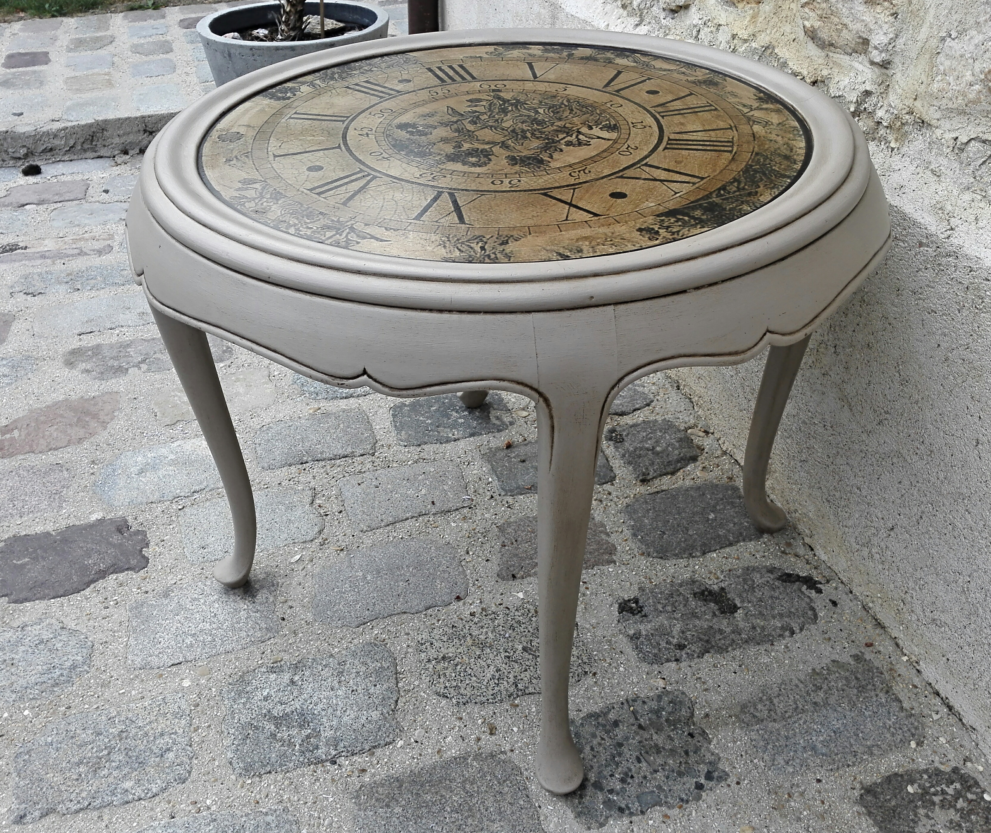 table basse fa on horloge le coin des cr ations. Black Bedroom Furniture Sets. Home Design Ideas